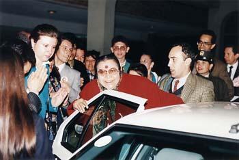 Shri Mataji entering car